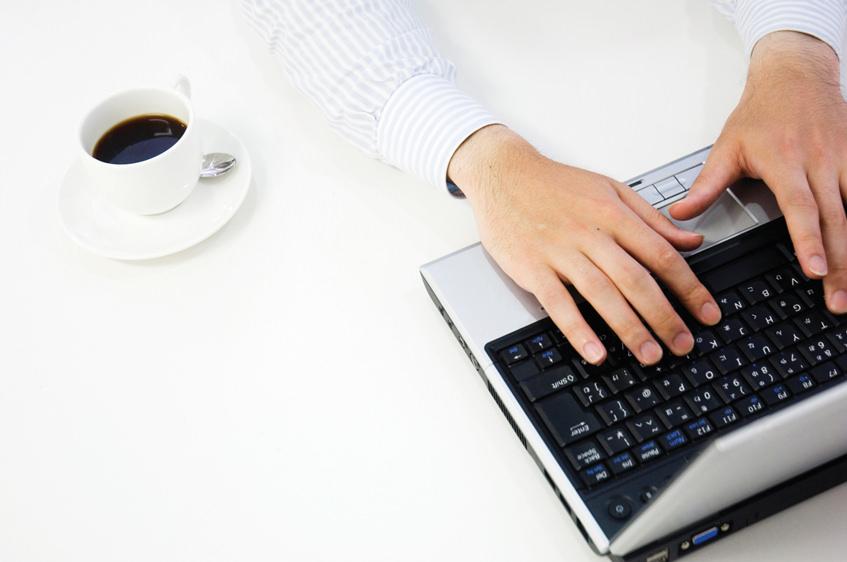 仕事中にコーヒーでカフェインを摂るメリットとは?